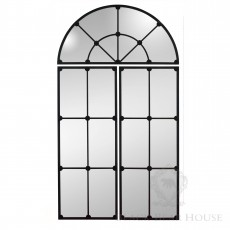 okno ze szprosami black bear house