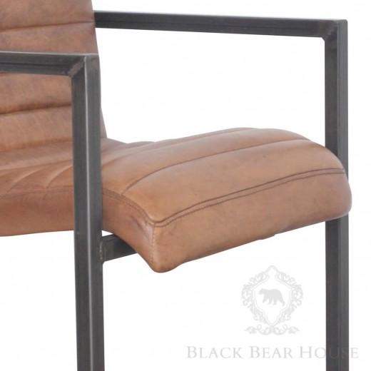skórzane krzesło na aluminiowych nogach