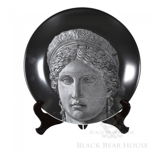 talerz z wizerunkiem kobiety black bear house