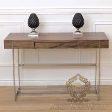 biurko z drewna i metalu