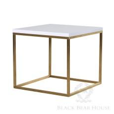 stolik na metalowych nogach