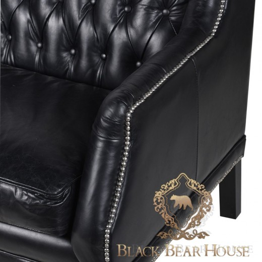 pikowana sofa z czarnej skóry